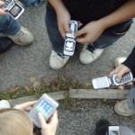 SMS jeunes | Les adolescents envoient de SMS en masse